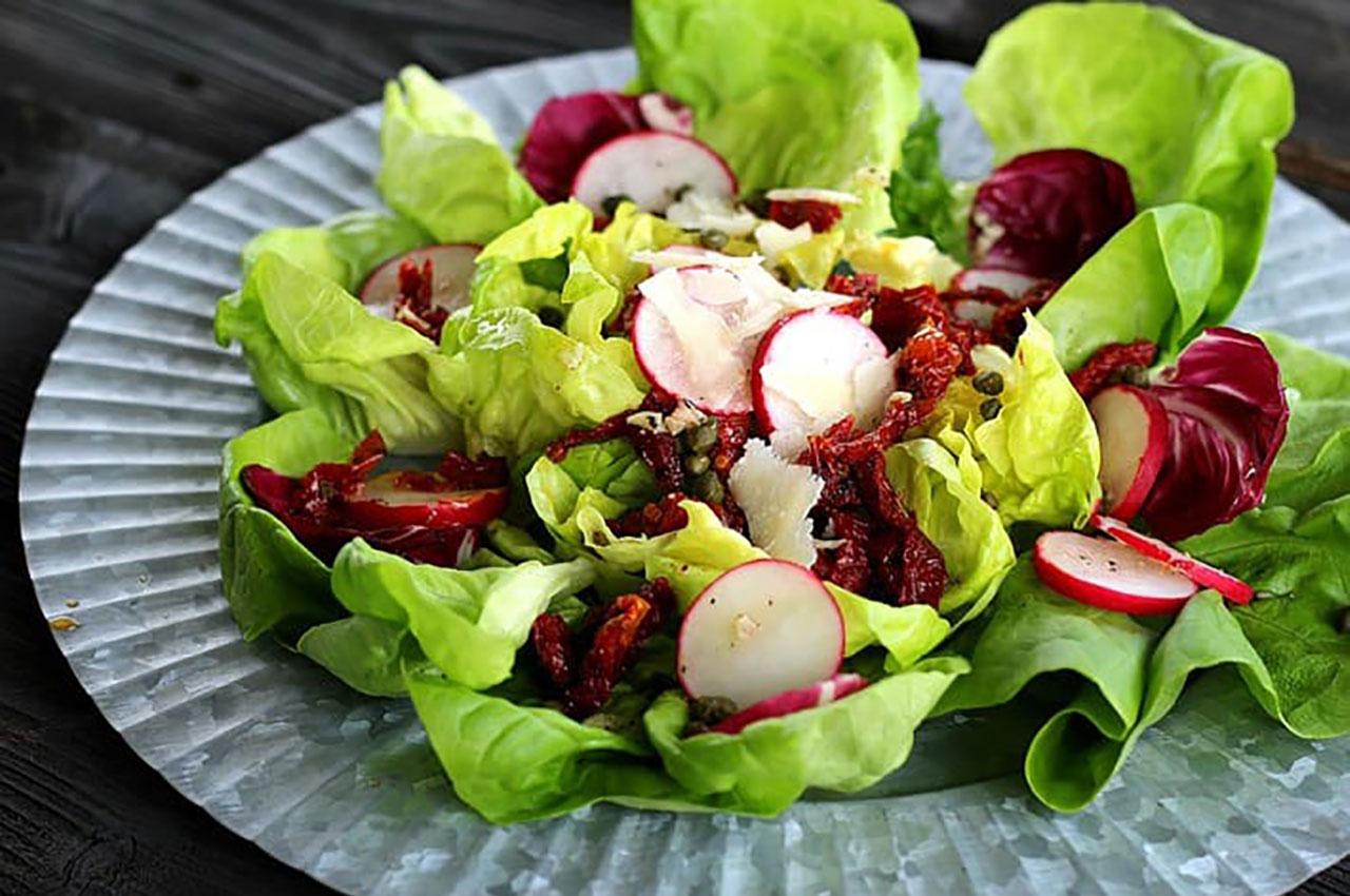 Imagem-Website-Interna-Noticia-salada-alface-rabanetes-e-tomate-seco.jpg