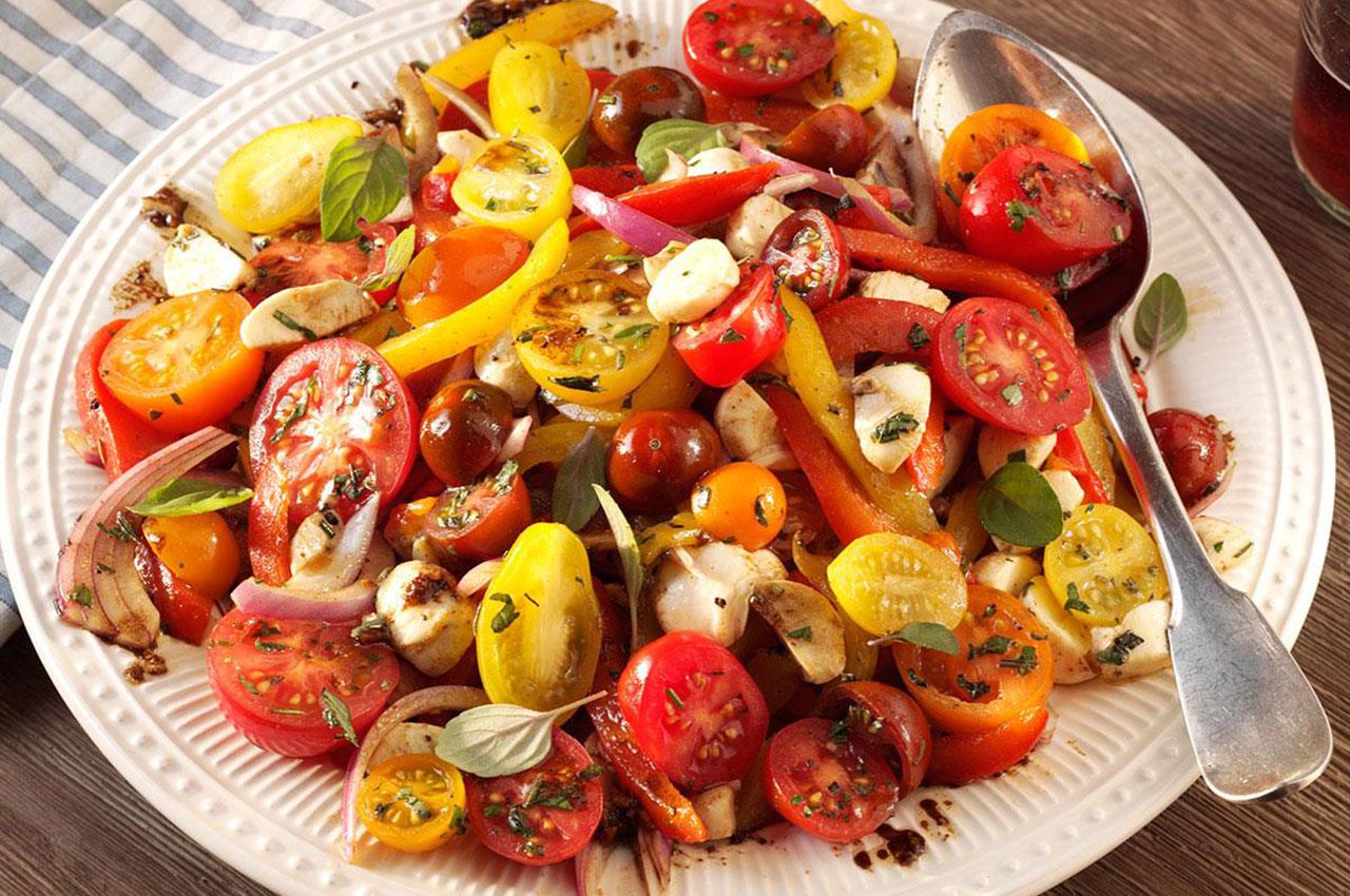 Imagem-Website-Interna-Noticia-salada-aromtica-de-pimentos-e-frango.jpg