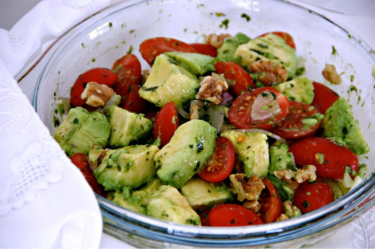 Imagem-Website-Interna-Noticia-salada-de.tomate-cherry-e-abacate.jpg