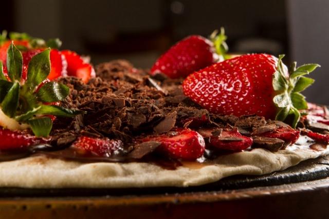 pizza-de-chocolate-com-morango-640x427.jpg